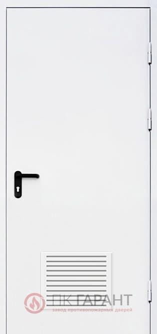 Металлическая входная дверь модели Однопольная ДПМ-01-В EI-60 №24 с вентиляционной решеткой 300×150 мм, наружная сторона
