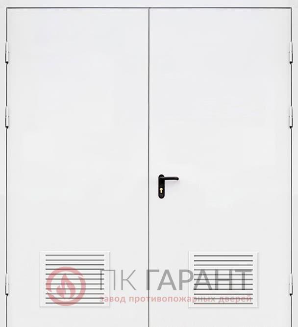 Металлическая входная дверь модели Двупольная ДПМ-02-В №40 EI-60 с двойными вентиляционными противопожарными решетками 300×150 мм, наружная сторона